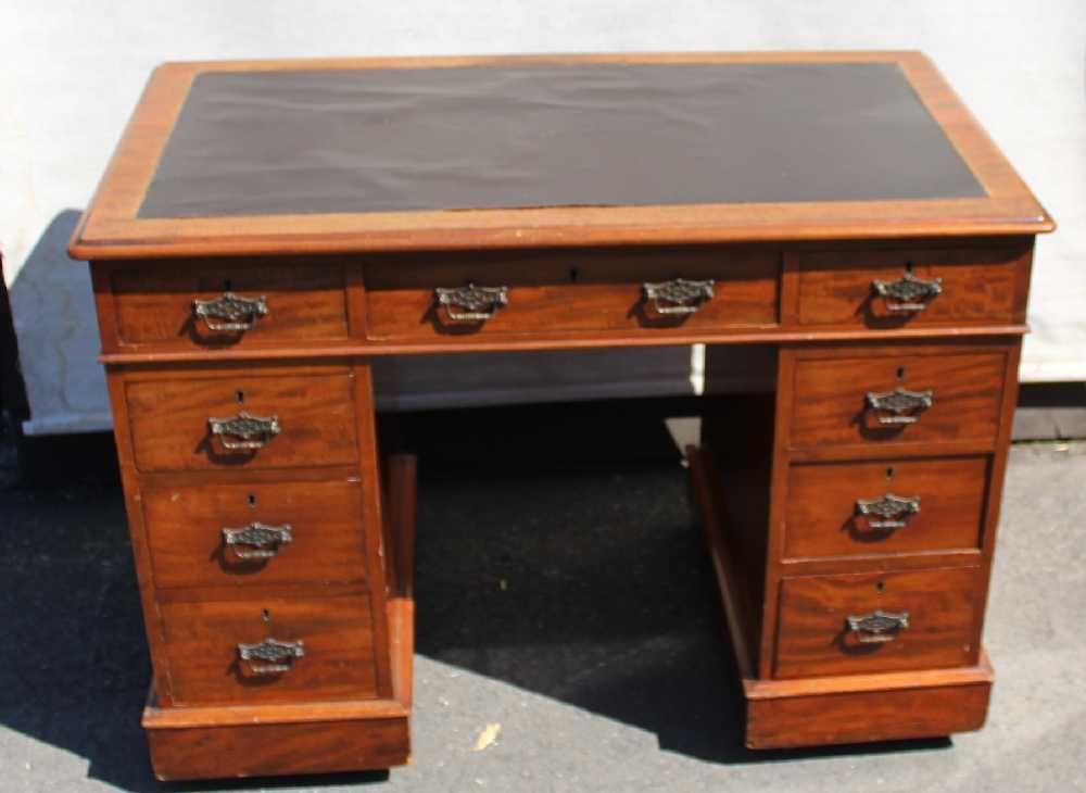 Small Antique Victorian Mahogany Pedestal Desk - Small Antique Victorian Mahogany Pedestal Desk For Sale At Pamono