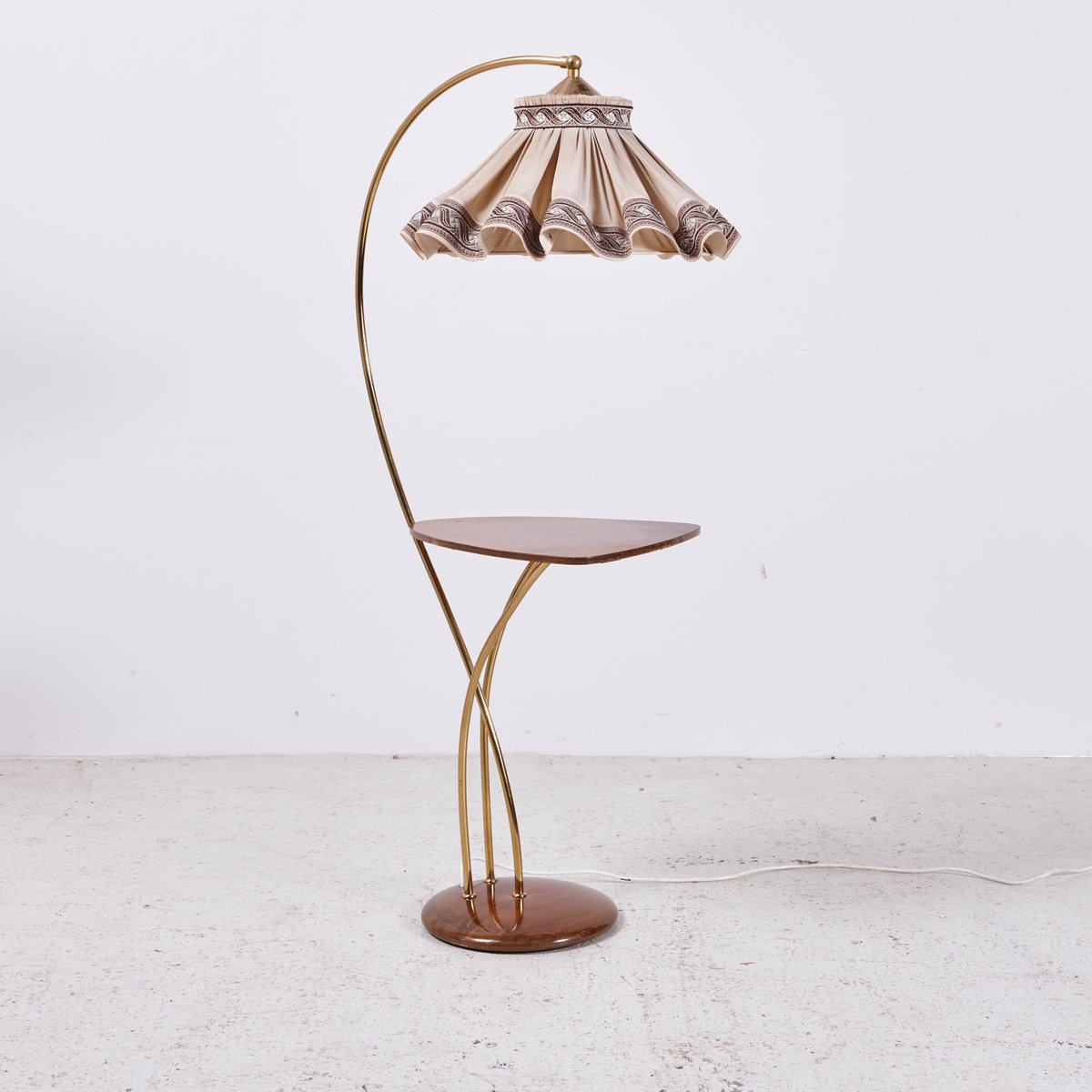 vintage stehlampe mit ablage und stoffschirm 1960er bei pamono kaufen. Black Bedroom Furniture Sets. Home Design Ideas