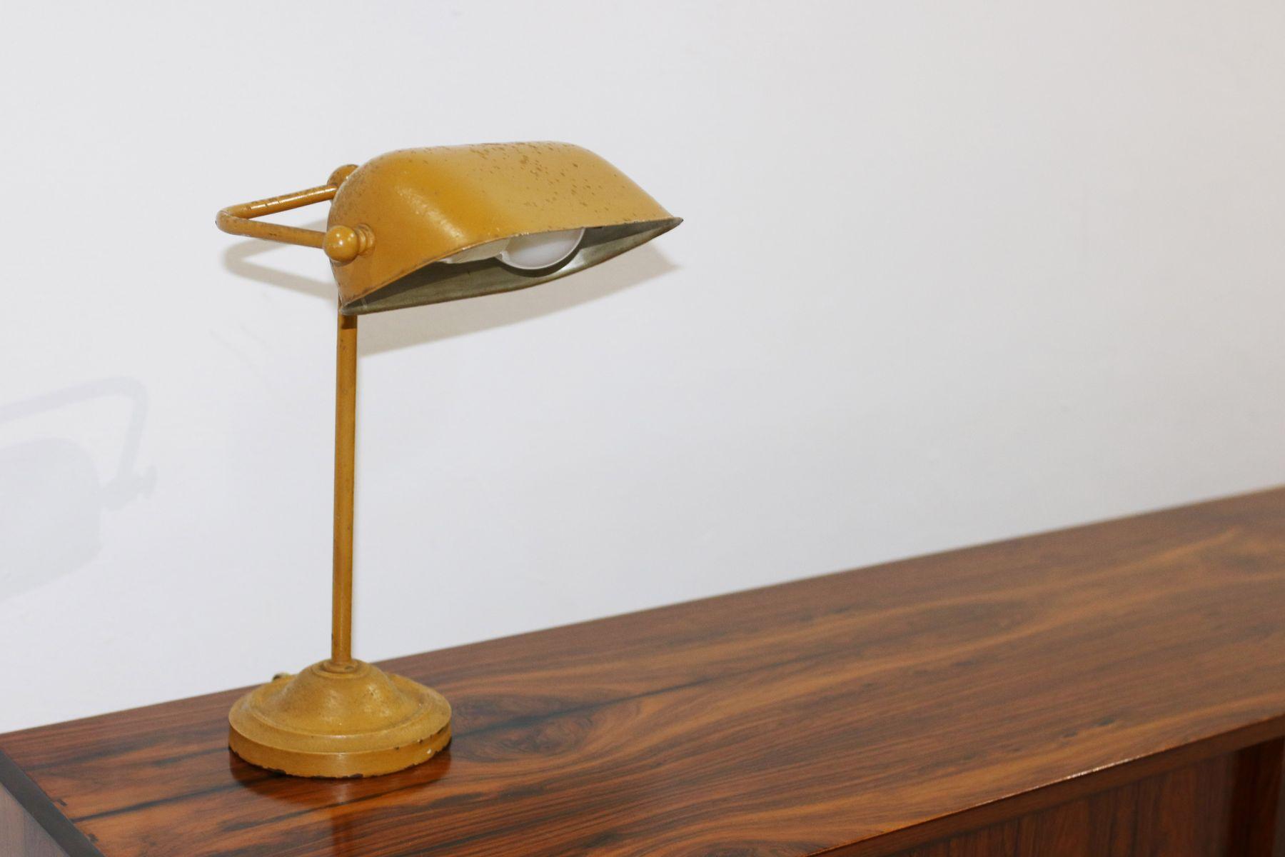 Tavolo Allungabile Giallo : Lampada da tavolo vintage in metallo giallo danimarca in vendita