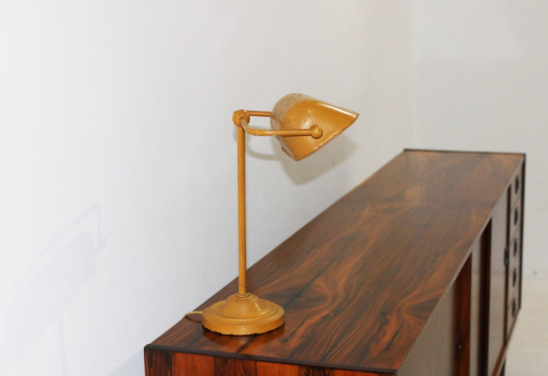 Tavolo Formica Giallo : Lampada da tavolo vintage in metallo giallo danimarca in vendita