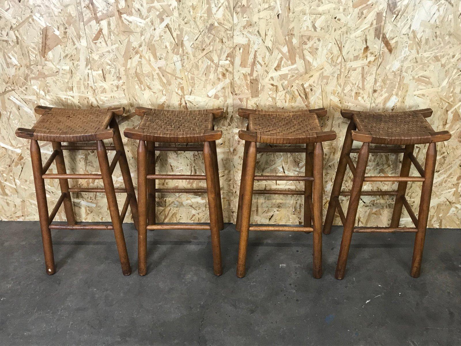 Sgabelli Da Bar Plastica : Sgabelli da bar mid century in legno e plastica set di 4 in vendita