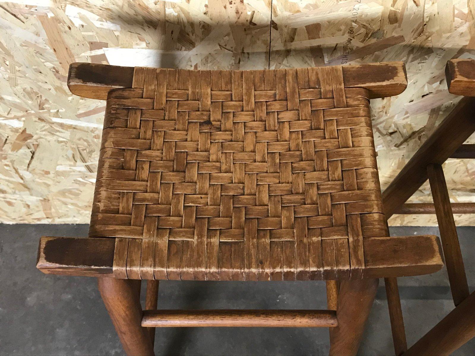 Sgabelli da bar mid century in legno e plastica set di 4 in vendita
