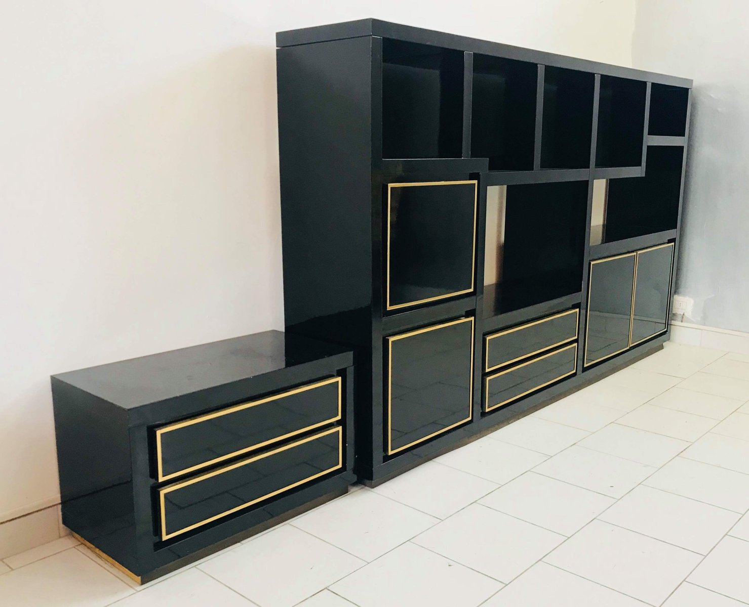 console murale en bois laqu et laiton 1980s en vente sur pamono. Black Bedroom Furniture Sets. Home Design Ideas
