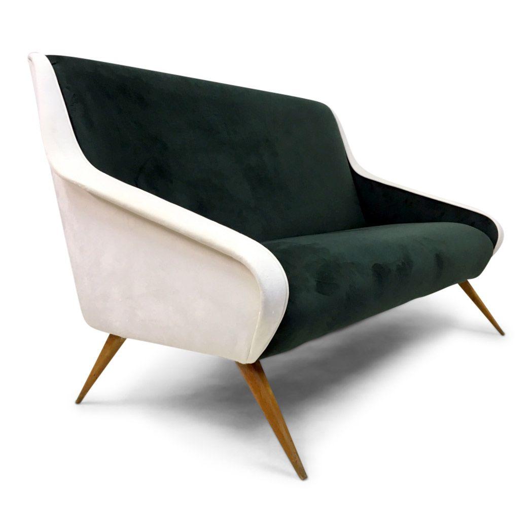 italienisches samt sofa in gr n wei 1950er bei pamono. Black Bedroom Furniture Sets. Home Design Ideas