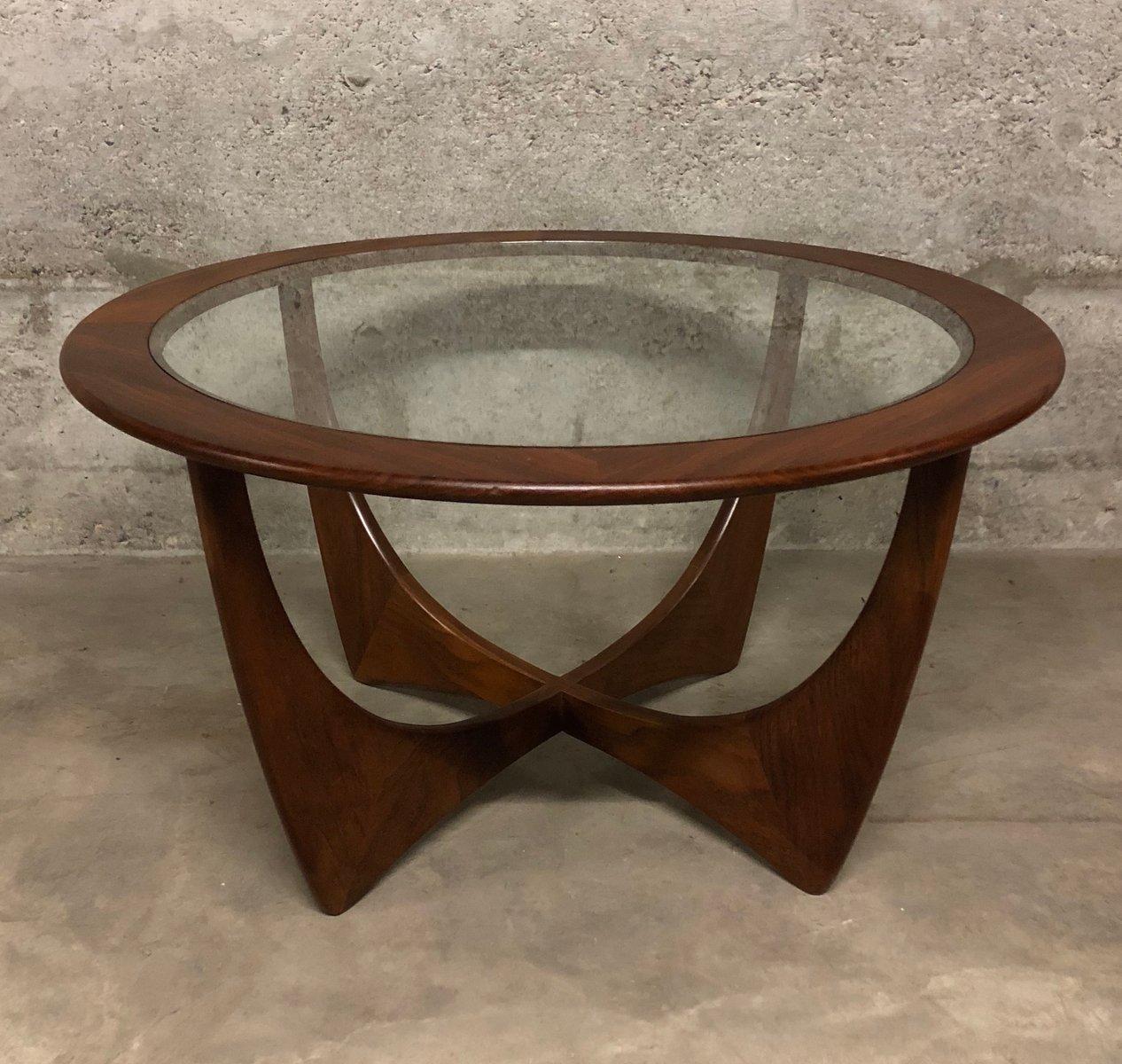 runder vintage astro teak tisch von victor wilkins f r g plan 1960er bei pamono kaufen. Black Bedroom Furniture Sets. Home Design Ideas