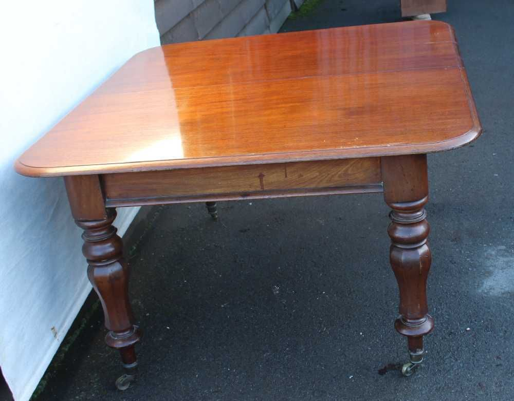 Victorian Mahogany Extendable Dining Table With Tulip Legs For Sale - Extendable tulip table