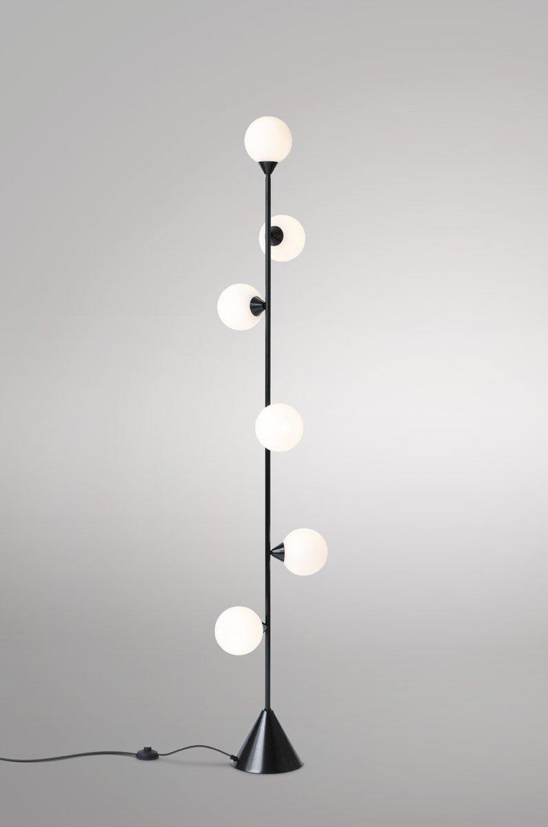 Vertikale Globe Stehlampe von Atelier Areti