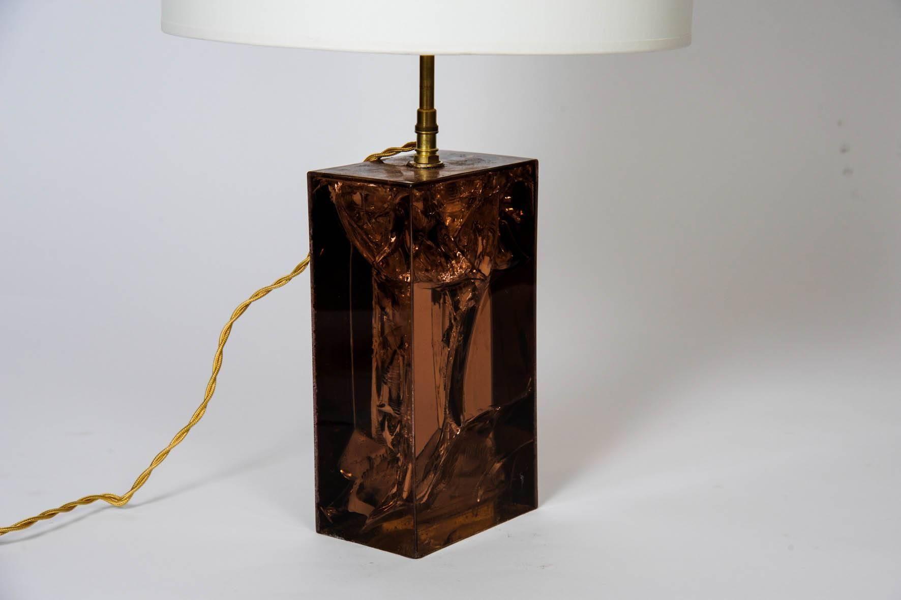 Lampe de bureau en résine fractal marron laiton s en vente