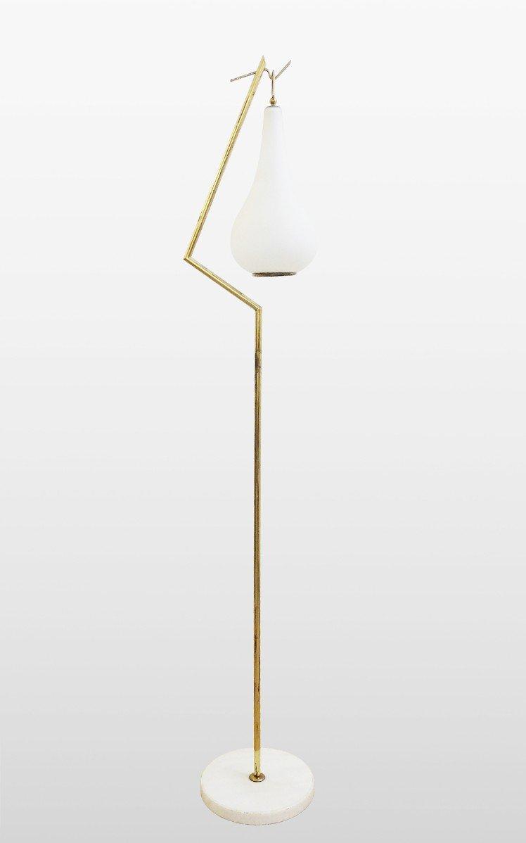 Verzauberkunst Stehlampe Mit Schirm Referenz Von Aus Messing Weißem Aus Opalglas, 1960er