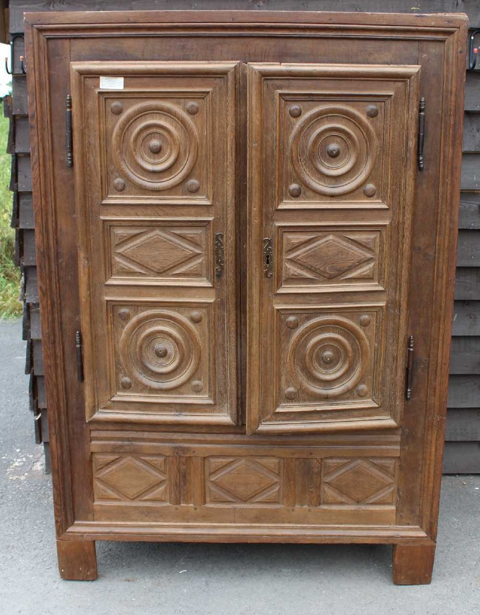 2-Tür Kleiderschrank im Louis XVIII Stil aus geschnitzter massiver Eic...