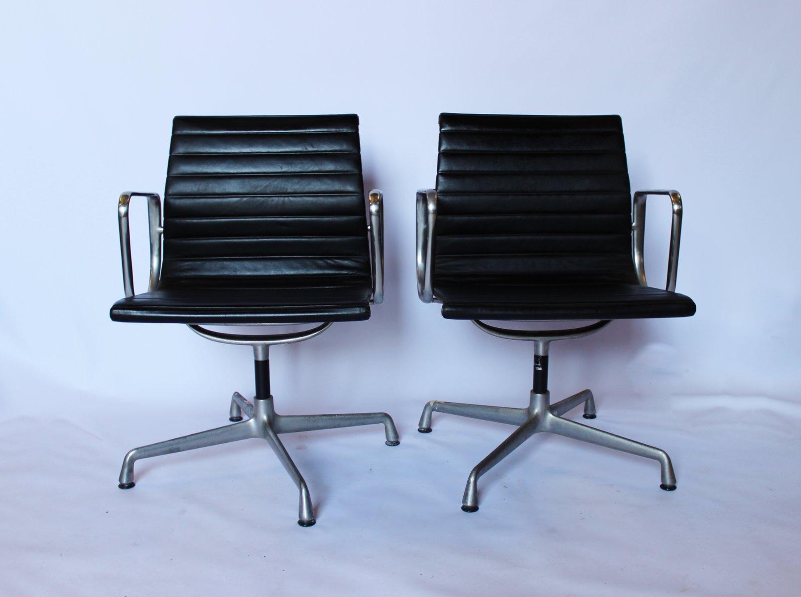 Sedie da ufficio EA107 in alluminio di Charles & Ray Eames ...