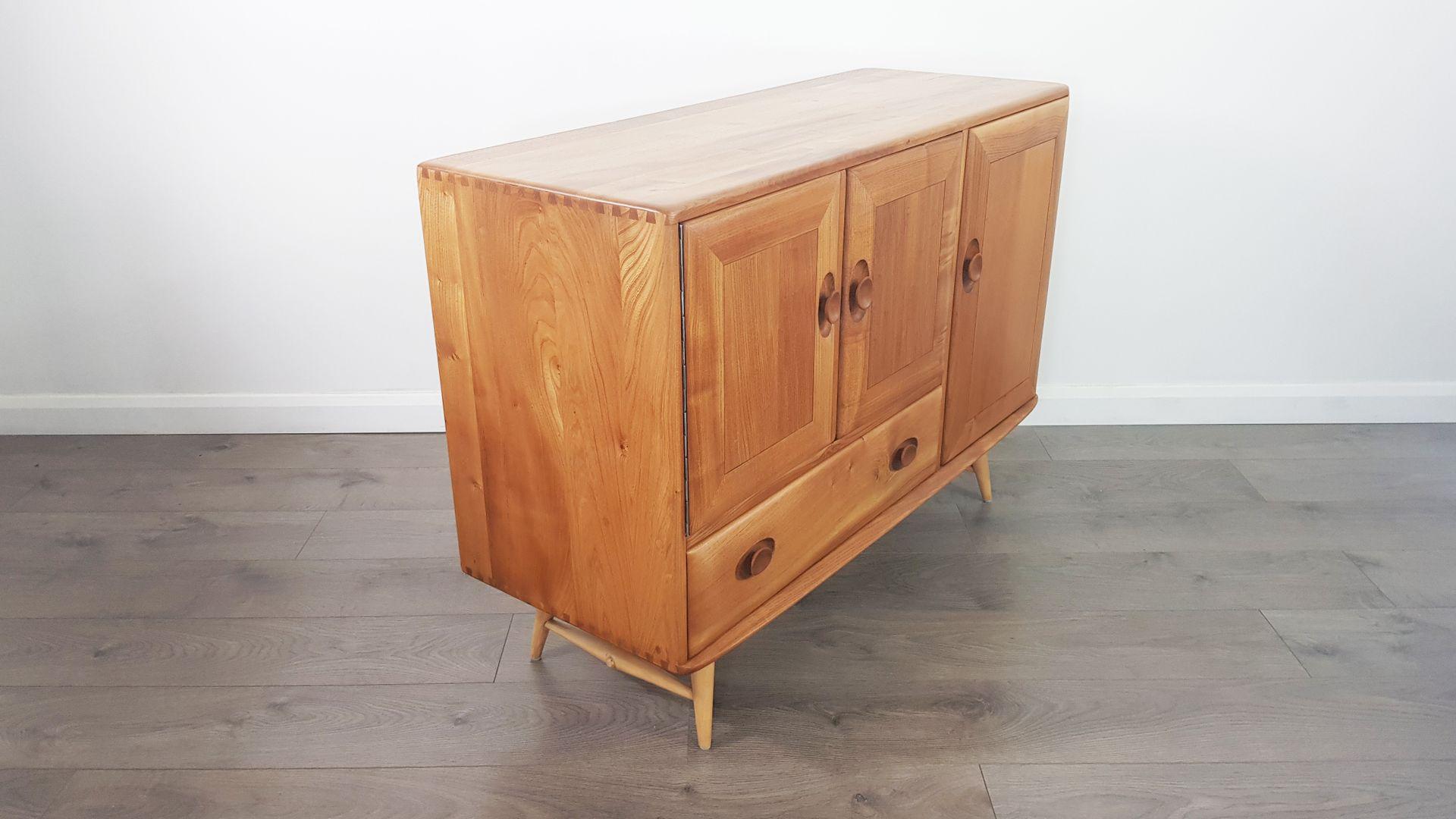 ulmenholz sideboard mit f en aus buche von lucian ercolani f r ercol 1960er bei pamono kaufen. Black Bedroom Furniture Sets. Home Design Ideas