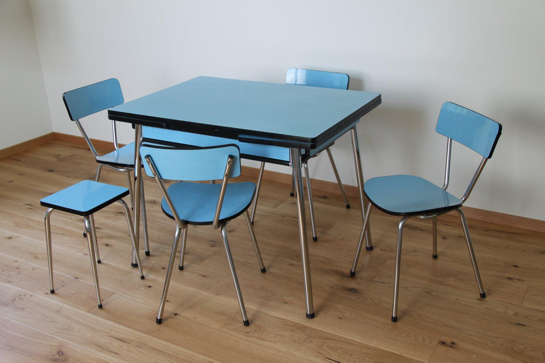 Tavolo da pranzo con quattro sedie e sgabello anni in vendita
