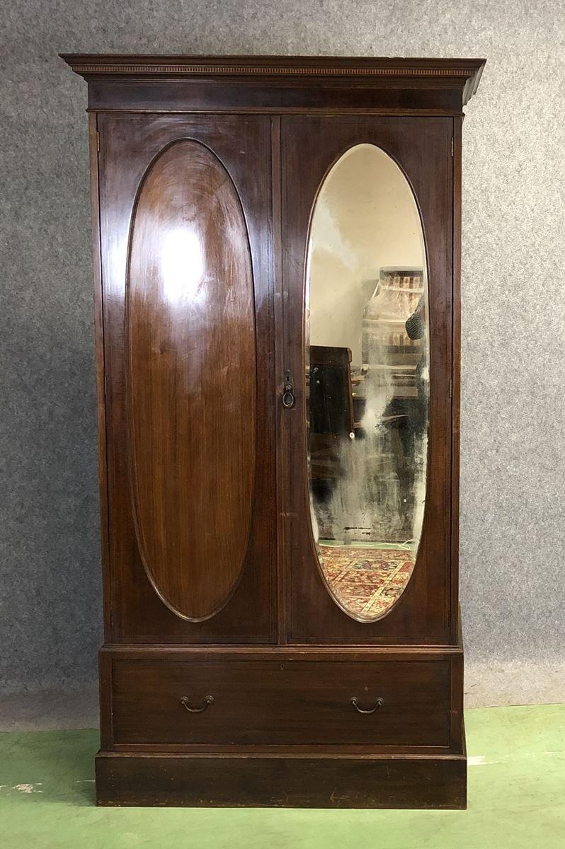 Englische Vintage Garderobe