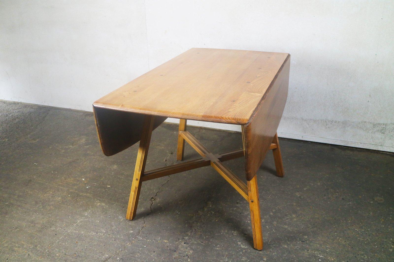Mesa de comedor modelo 377 colonial de olmo y haya de Ercol, años 60 ...