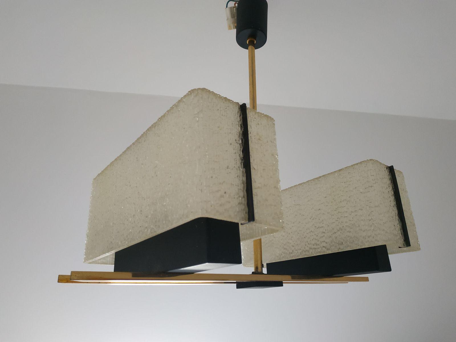 Moderne Kronleuchter Design ~ Schöne moderne kronleuchter im inneren u stockfoto kiriak