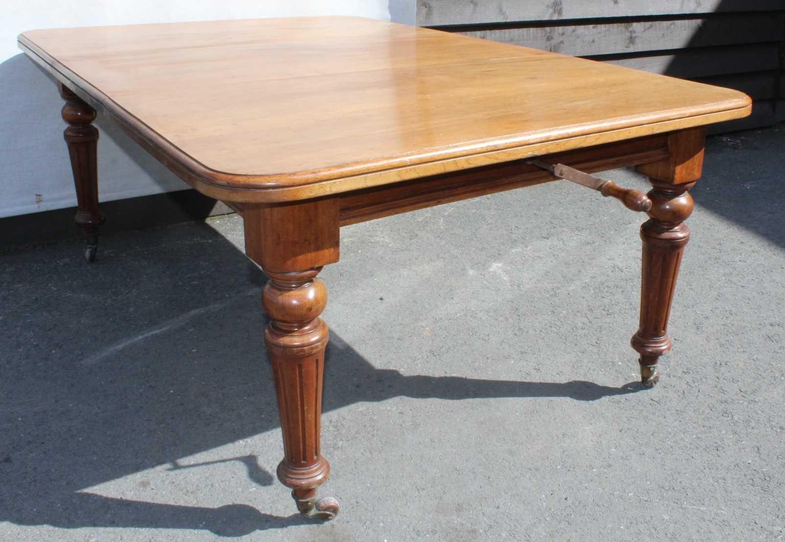 mahagoni tisch mit rollen 1910er bei pamono kaufen. Black Bedroom Furniture Sets. Home Design Ideas