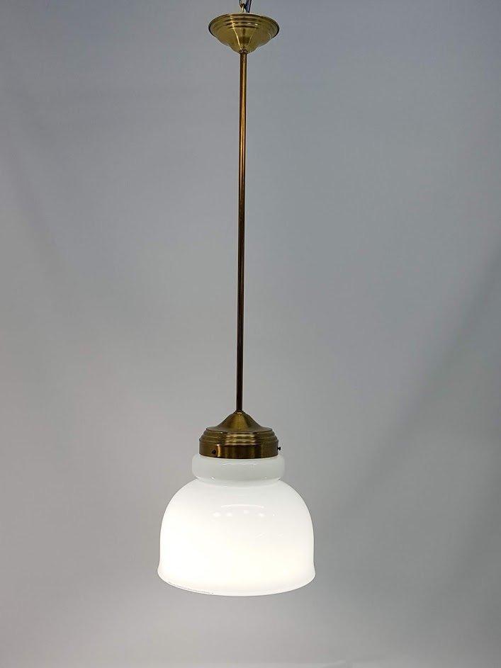 Vintage Hängelampe aus Messing mit Schirm aus Opalglas