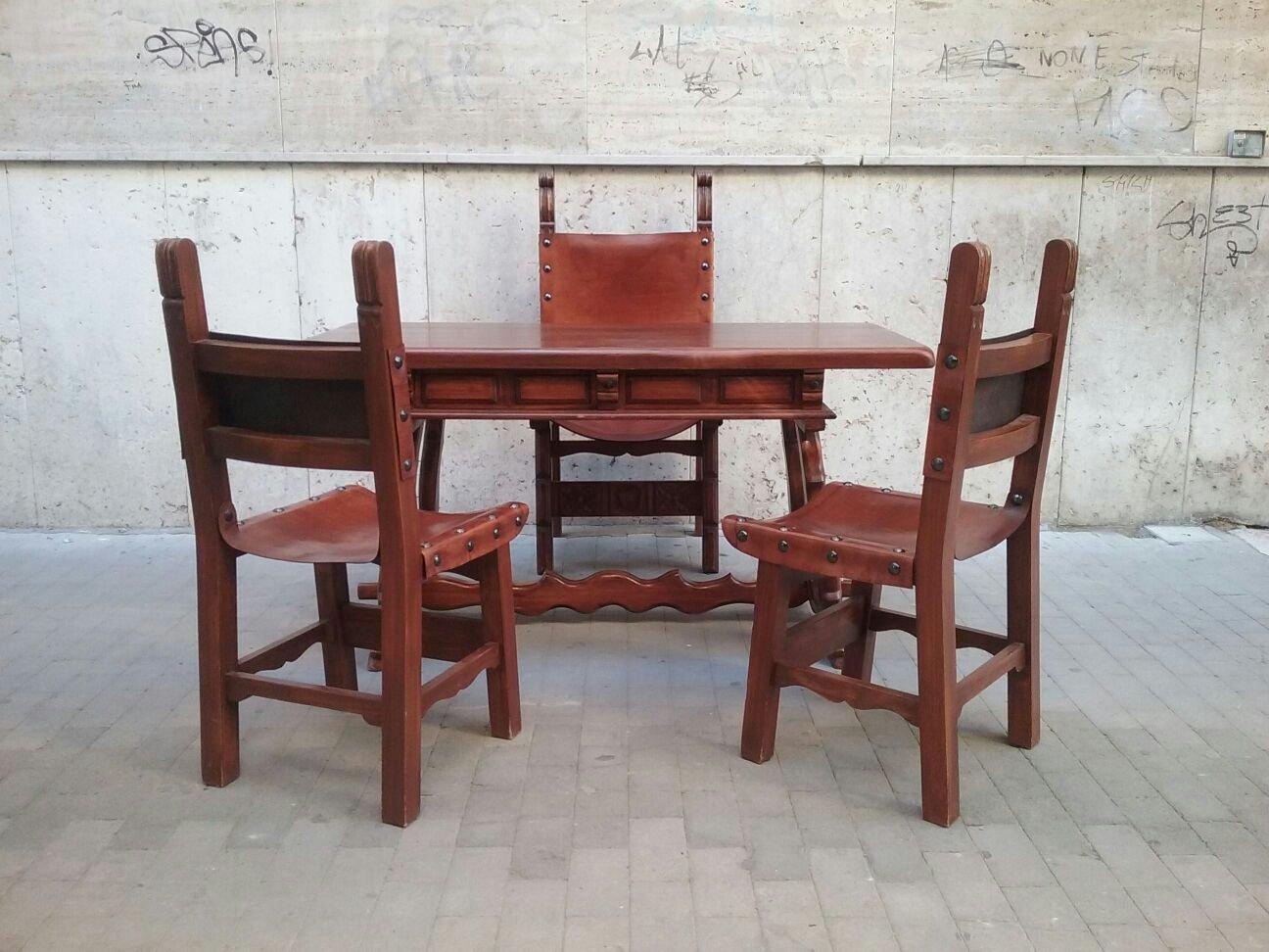 Scrivania antica con tre sedie di caltagirone in vendita su pamono