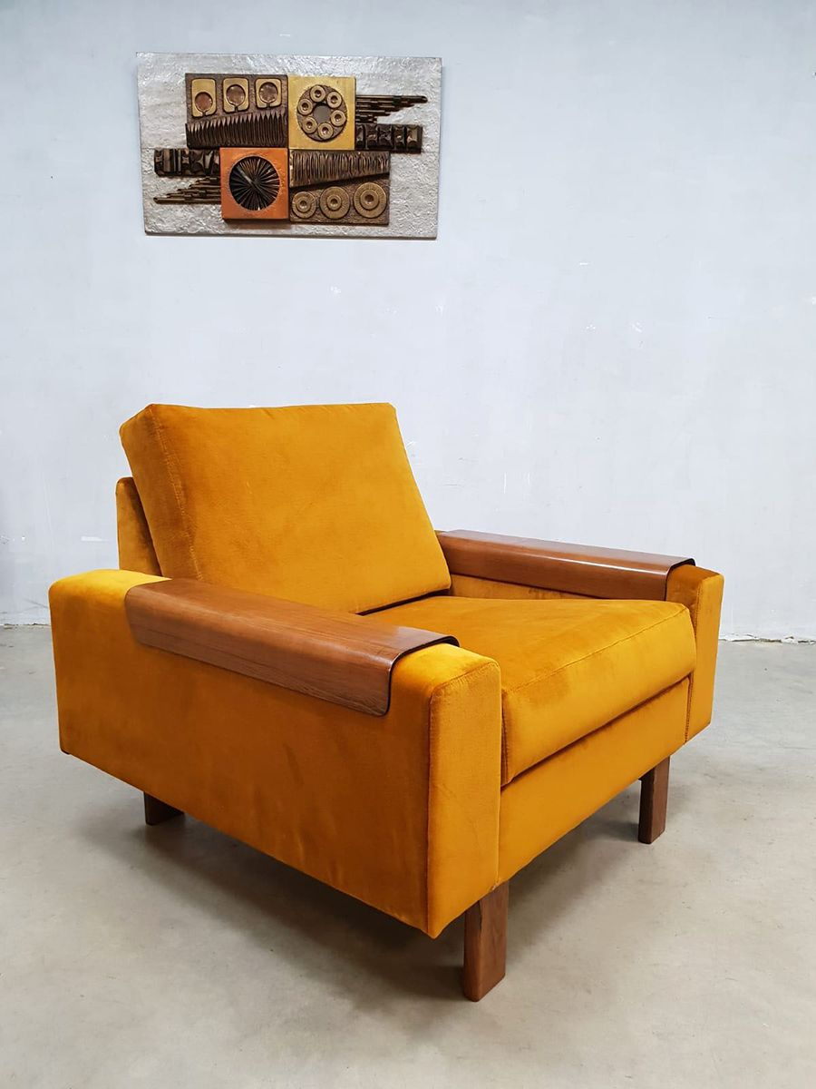 Goldfarbener Mid-Century Sessel aus Samt