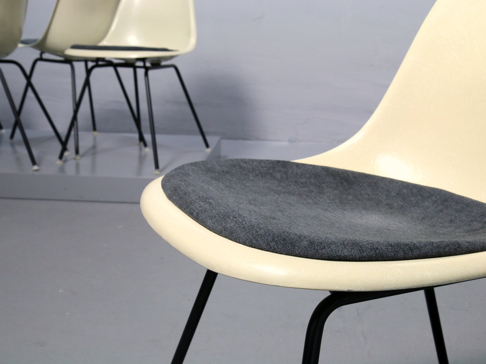 vintage fiberglas stuhl von charles ray eames f r vitra bei pamono kaufen. Black Bedroom Furniture Sets. Home Design Ideas