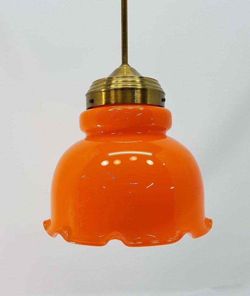 Hängelampe aus Messing & orangefarbenem Glas, 1970er