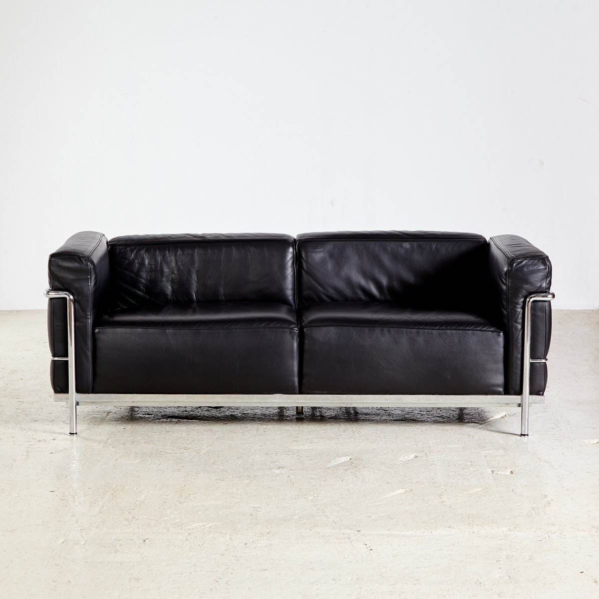 lc3 sofa by le corbusier pierre jeanneret charlotte. Black Bedroom Furniture Sets. Home Design Ideas