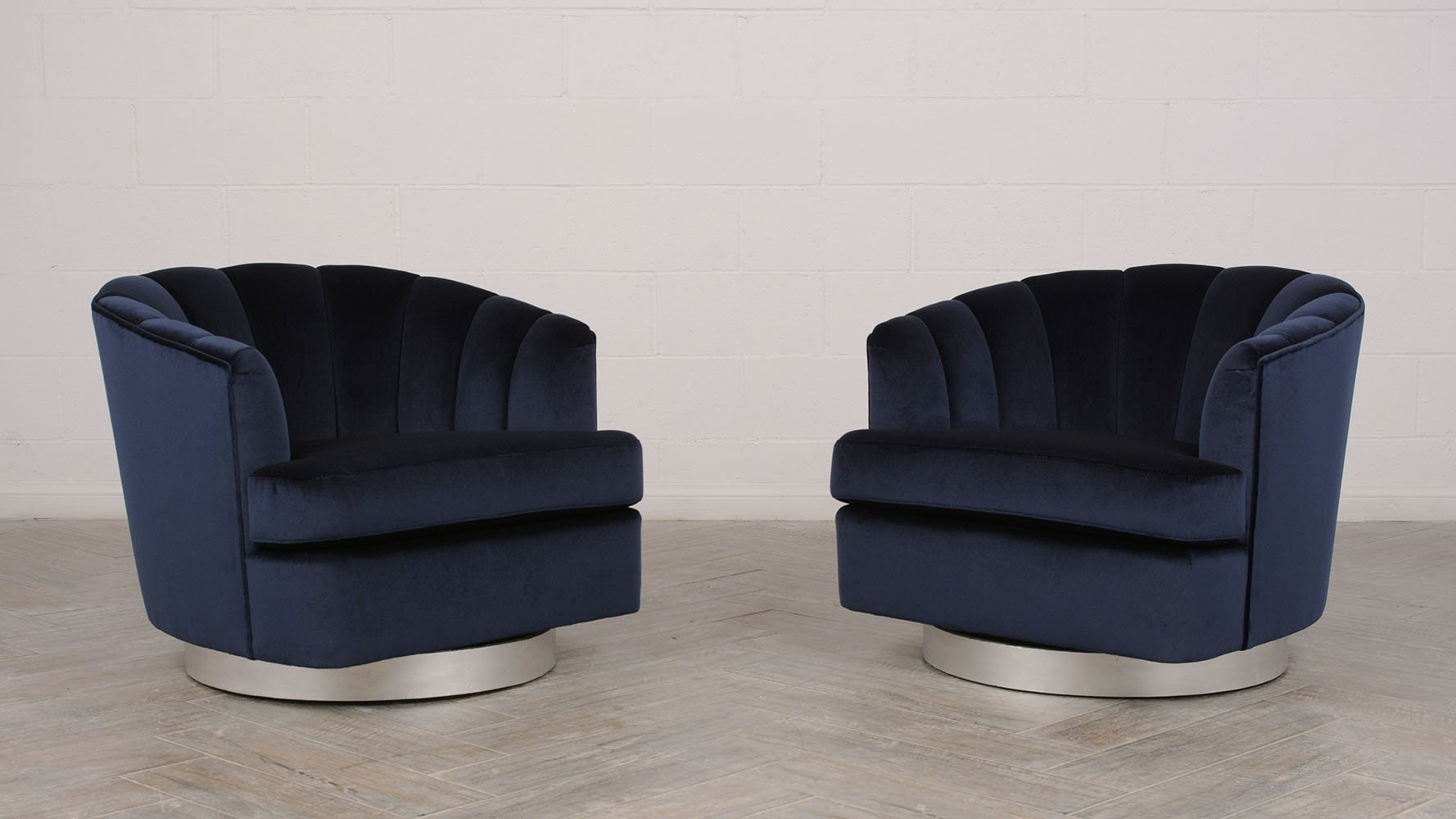 Charmant Mid Century Modern Swivel Chairs, 1960s, Set Of 2