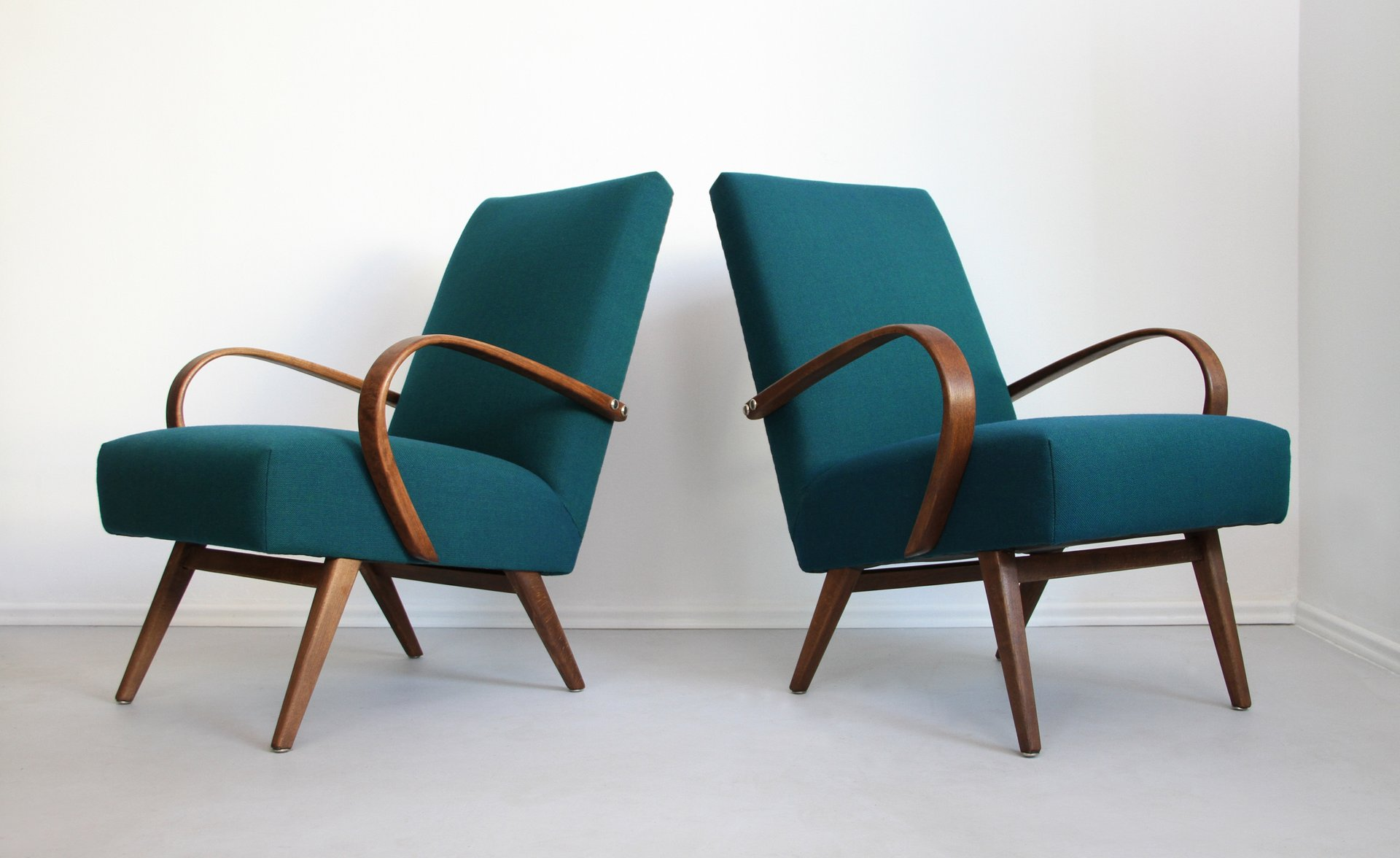 Charmant Type 53 Lounge Chairs By Jaroslav Smidek For Thonet, 1960s, Set Of 2