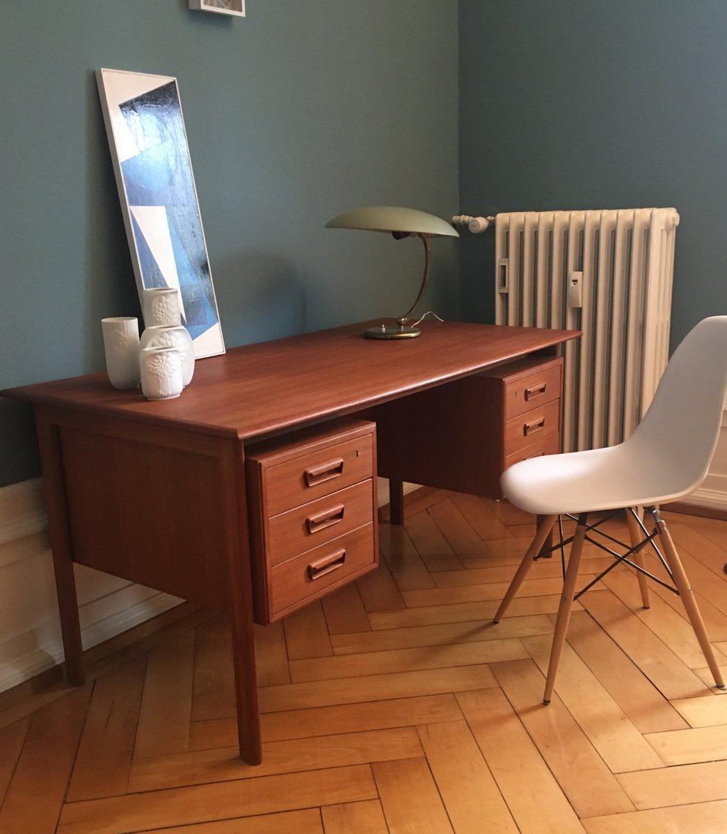 gro er mid century schreibtisch aus teak von gunnar nielsen f r tibergaard 1960er bei pamono kaufen. Black Bedroom Furniture Sets. Home Design Ideas