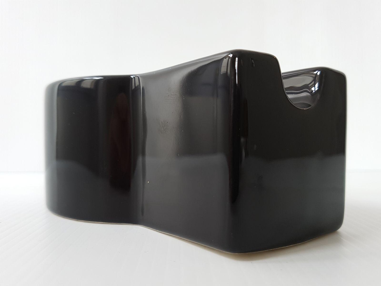 Cendrier yantra en céramique noire par ettore sottsass pour habitat