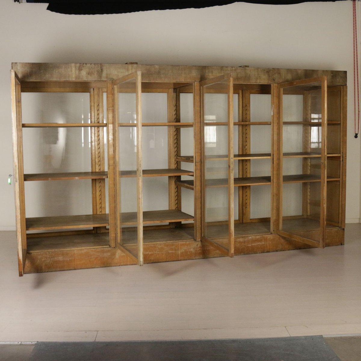 italienischer schrank aus glas mit wintereichefurnier 1940er bei pamono kaufen. Black Bedroom Furniture Sets. Home Design Ideas