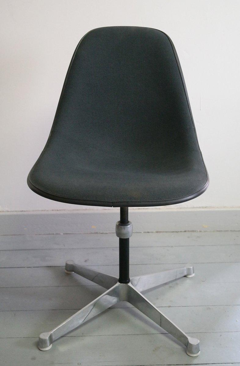 Chaise Shell En Fibre De Verre Par Charles Et Ray Eames Pour Herman Miller 1967