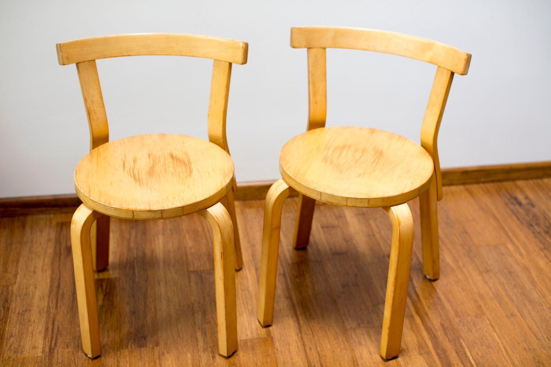 modell 68 st hle von alvar aalto f r artek 1980er 2er set bei pamono kaufen. Black Bedroom Furniture Sets. Home Design Ideas