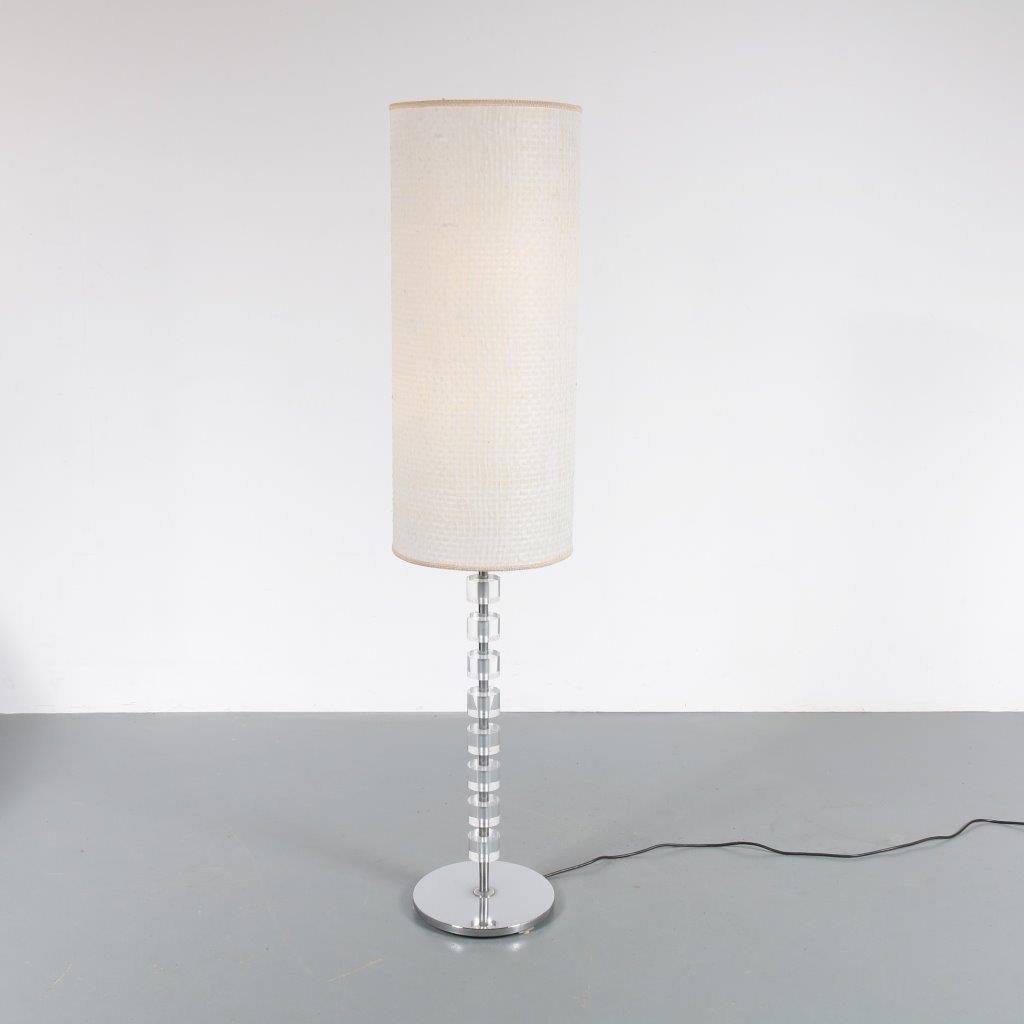 Große Stehlampe aus Plexiglas, 1960er