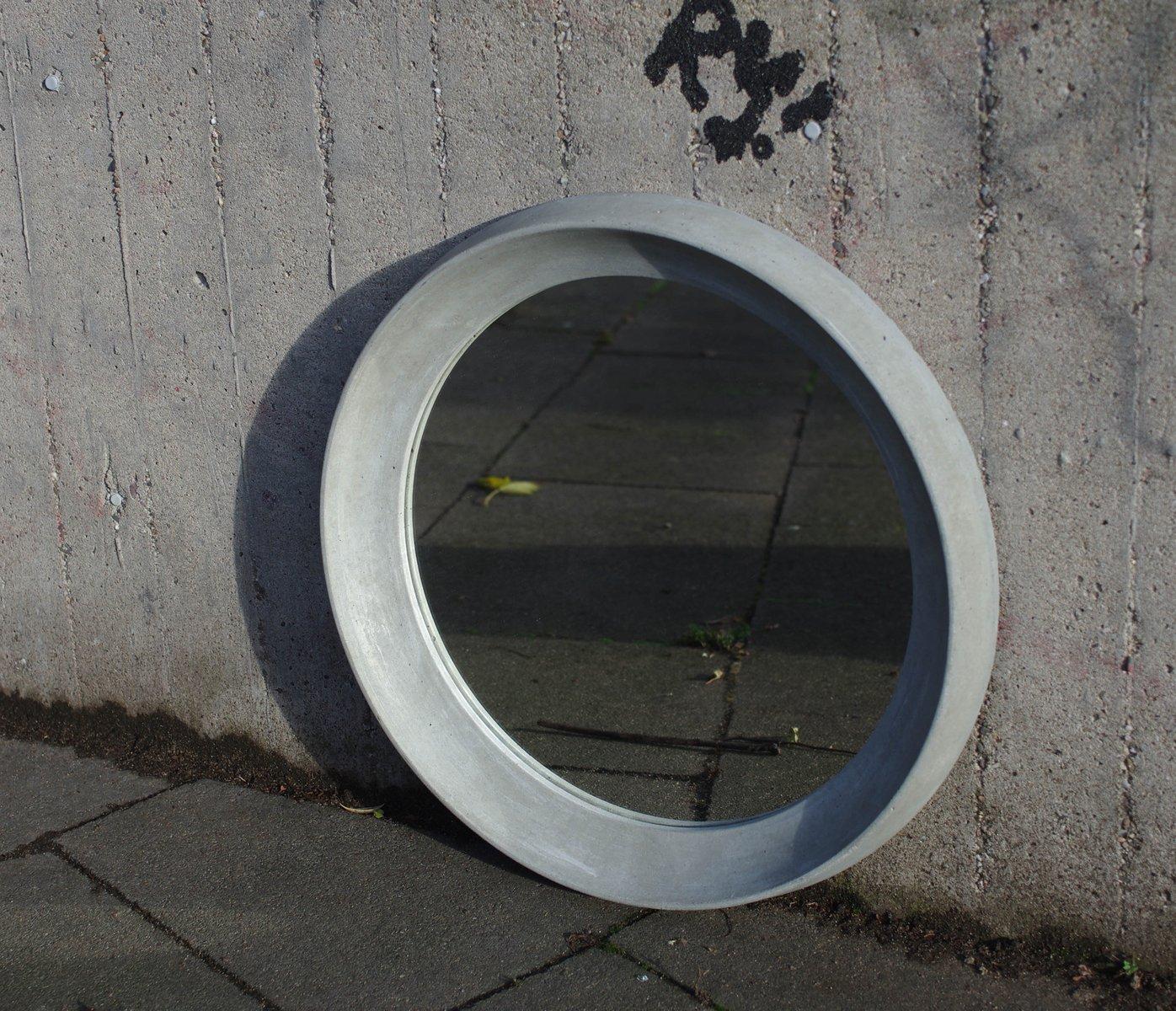 Spiegel mit Betonrahmen von Ulf Neumann für rohes wohnen bei Pamono ...