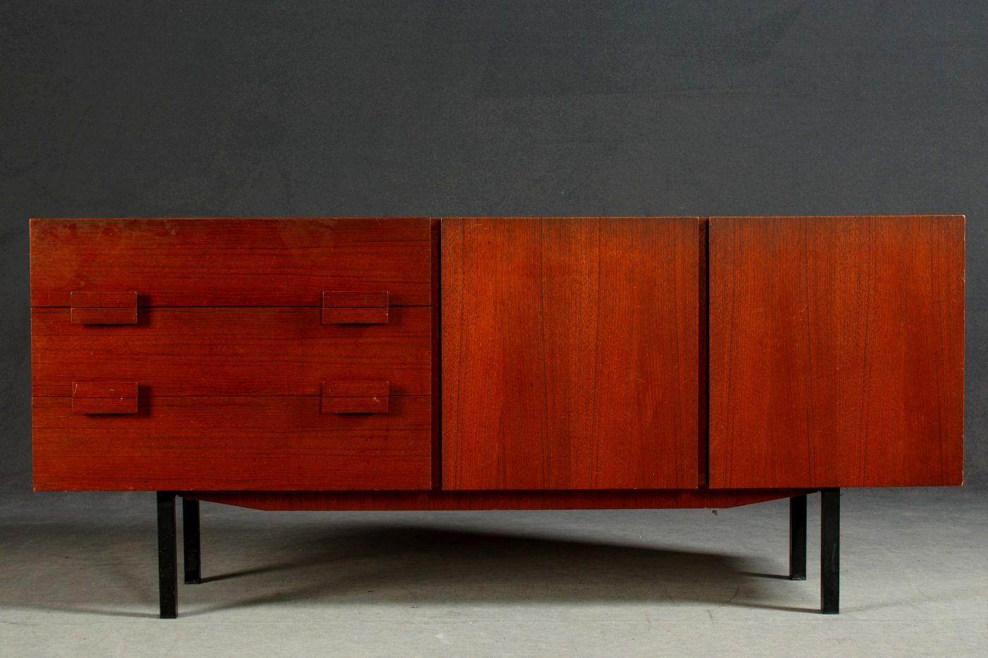d nisches sideboard aus teak 1970er bei pamono kaufen. Black Bedroom Furniture Sets. Home Design Ideas