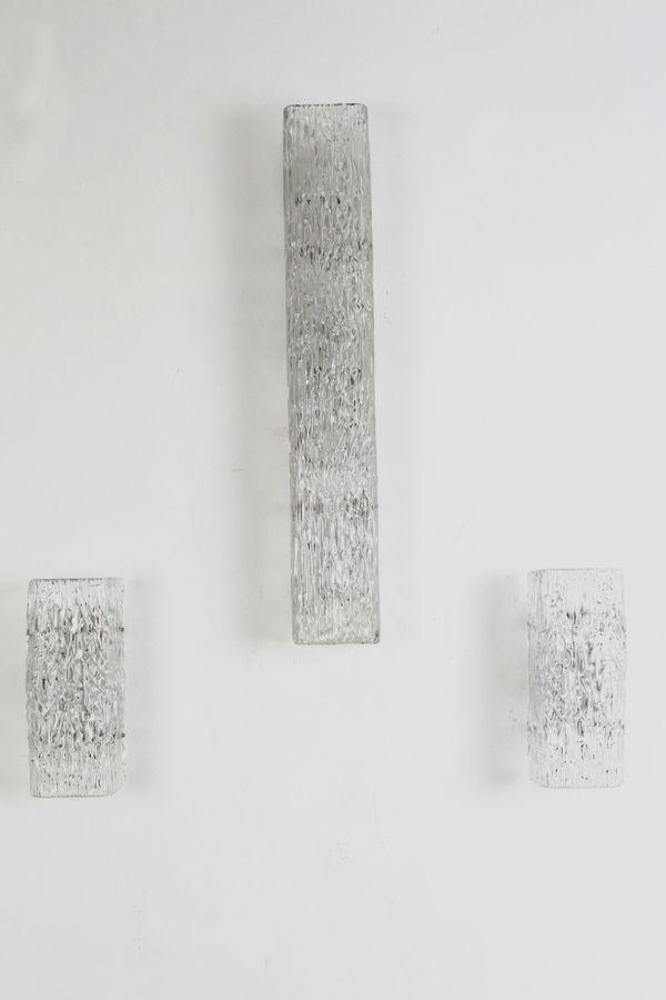 Wandlampen aus texturiertem Opalglas von J.T. Kalmar, 1960er, 3er Set