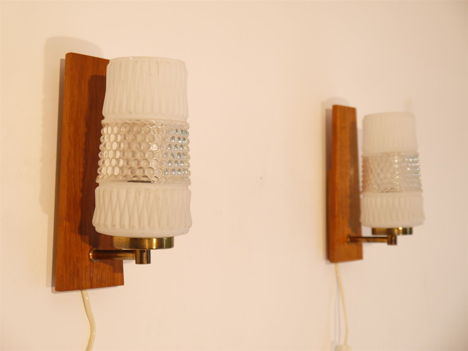 Skandinavische Vintage Wandlampen aus Teak, 1960er, 2er Set