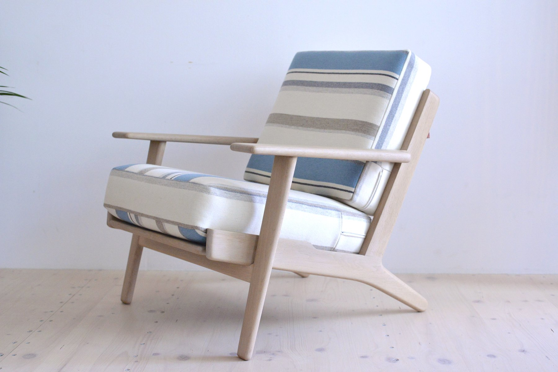 GE290 Lounge Chair By Hans J Wegner For Getama 1950s For