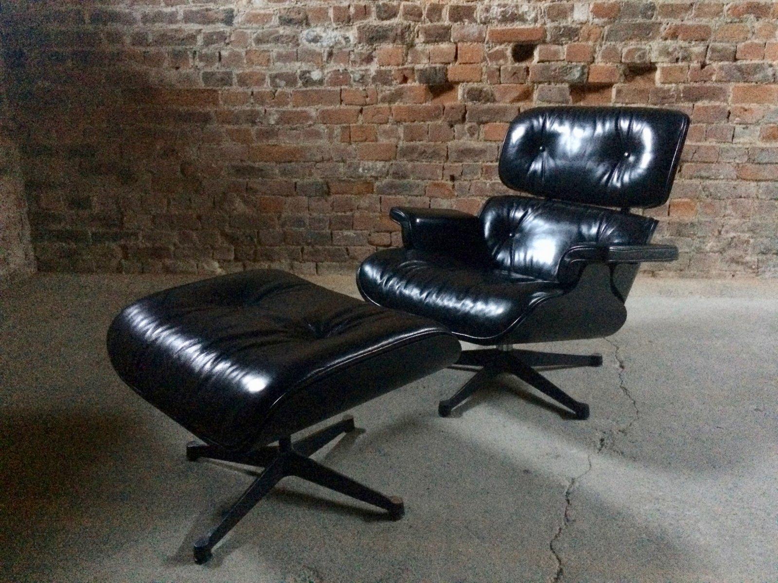 Schwarzer Modell 670 Ledersessel & Modell 671 Fußhocker aus Esche von ...