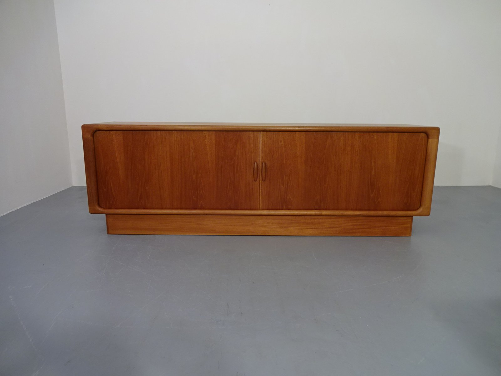 d nisches sideboard aus teak von dyrlund 1960er bei pamono kaufen. Black Bedroom Furniture Sets. Home Design Ideas