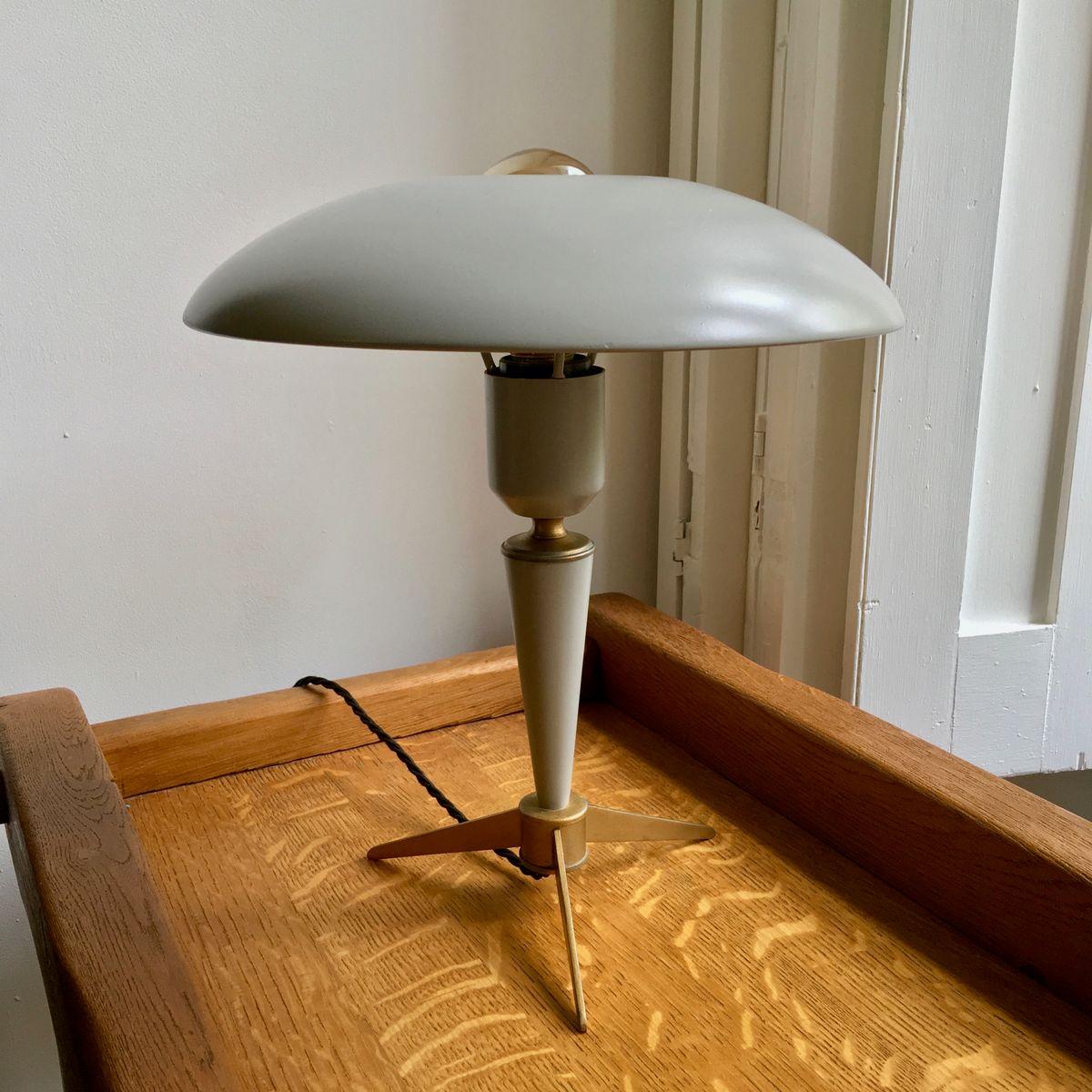 mid century lampe mit dreifu von louis kalff f r philips bei pamono kaufen. Black Bedroom Furniture Sets. Home Design Ideas