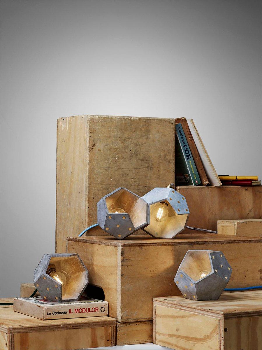 basic twelve duo tischlampe aus beton holz von plato design bei pamono kaufen. Black Bedroom Furniture Sets. Home Design Ideas