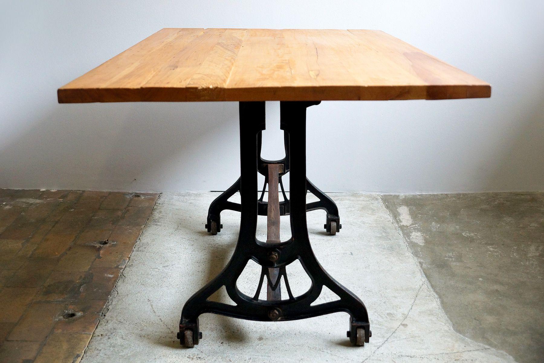 Tavolo da pranzo industriale con ripiano in ciliegio, anni ...