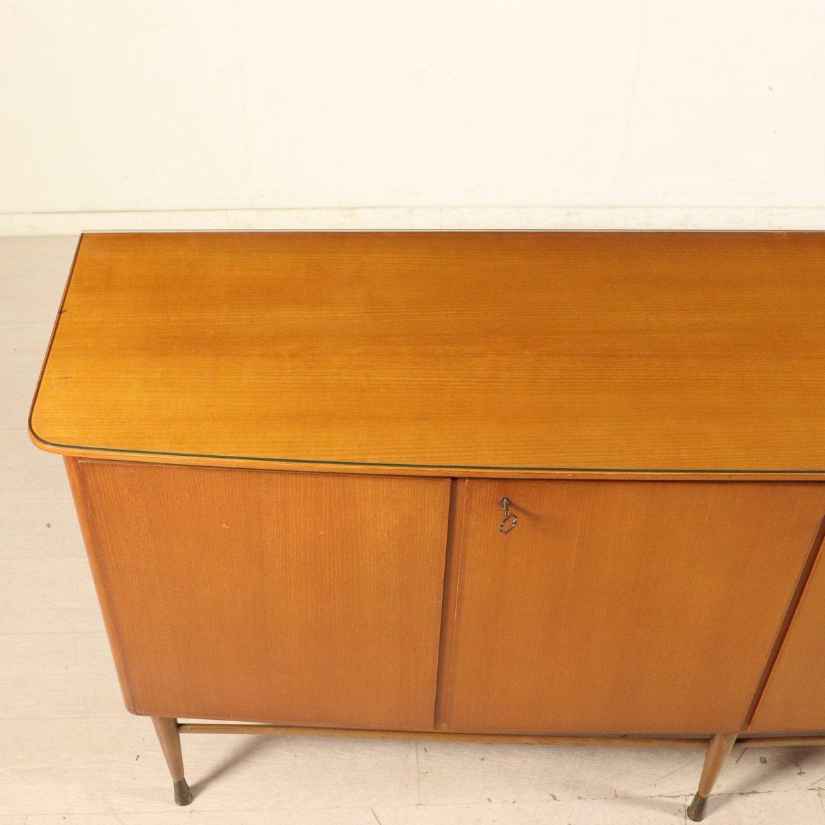 italienisches buffet aus mahagoni furnier glas messing 1950er bei pamono kaufen. Black Bedroom Furniture Sets. Home Design Ideas