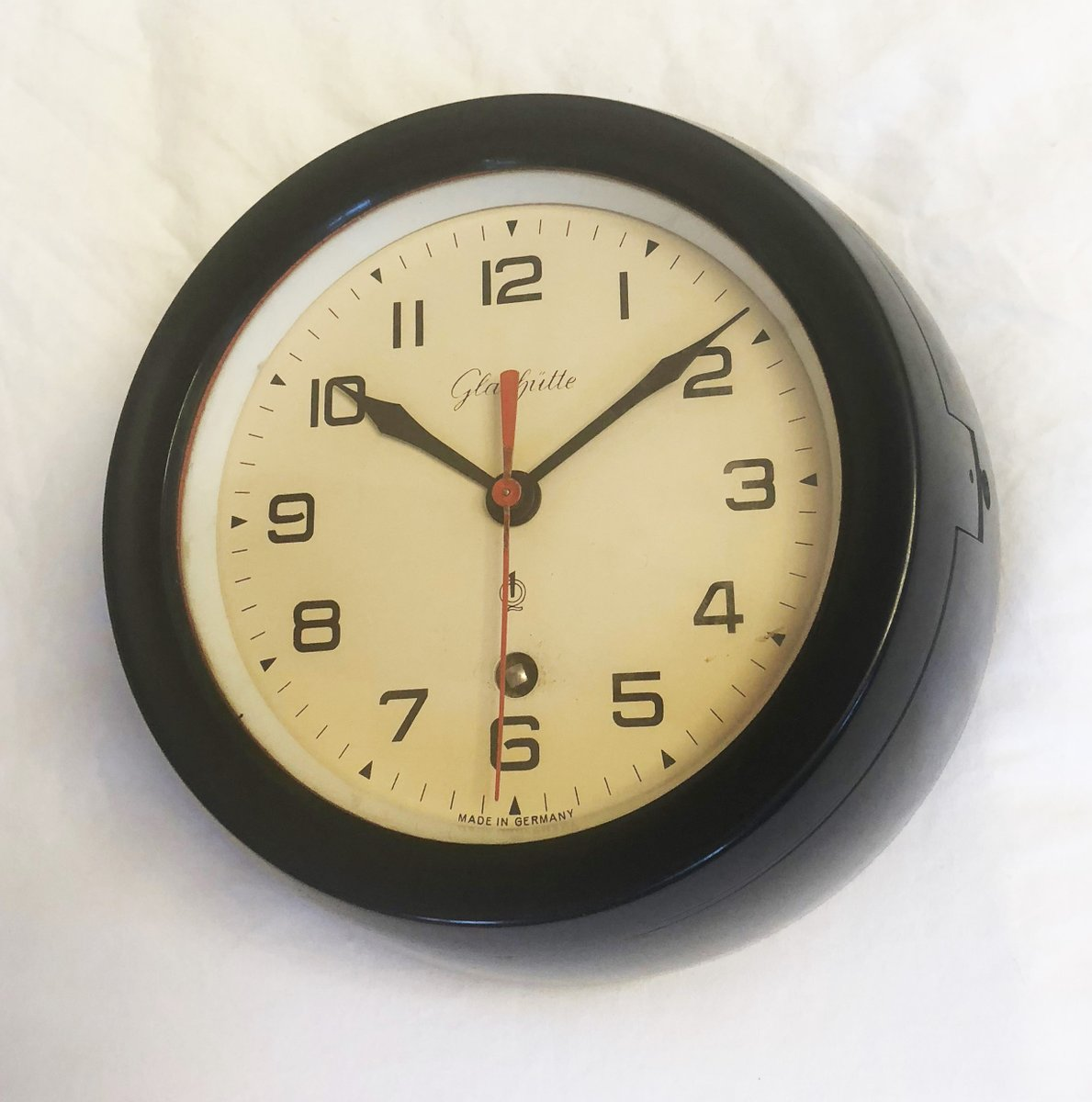 Bakelite Wall Clock from Glashütte, 1960s for sale at Pamono