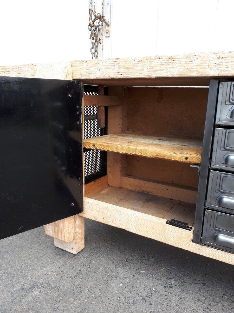 industrielle vintage werkbank mit schubladen und metallt r bei pamono kaufen. Black Bedroom Furniture Sets. Home Design Ideas