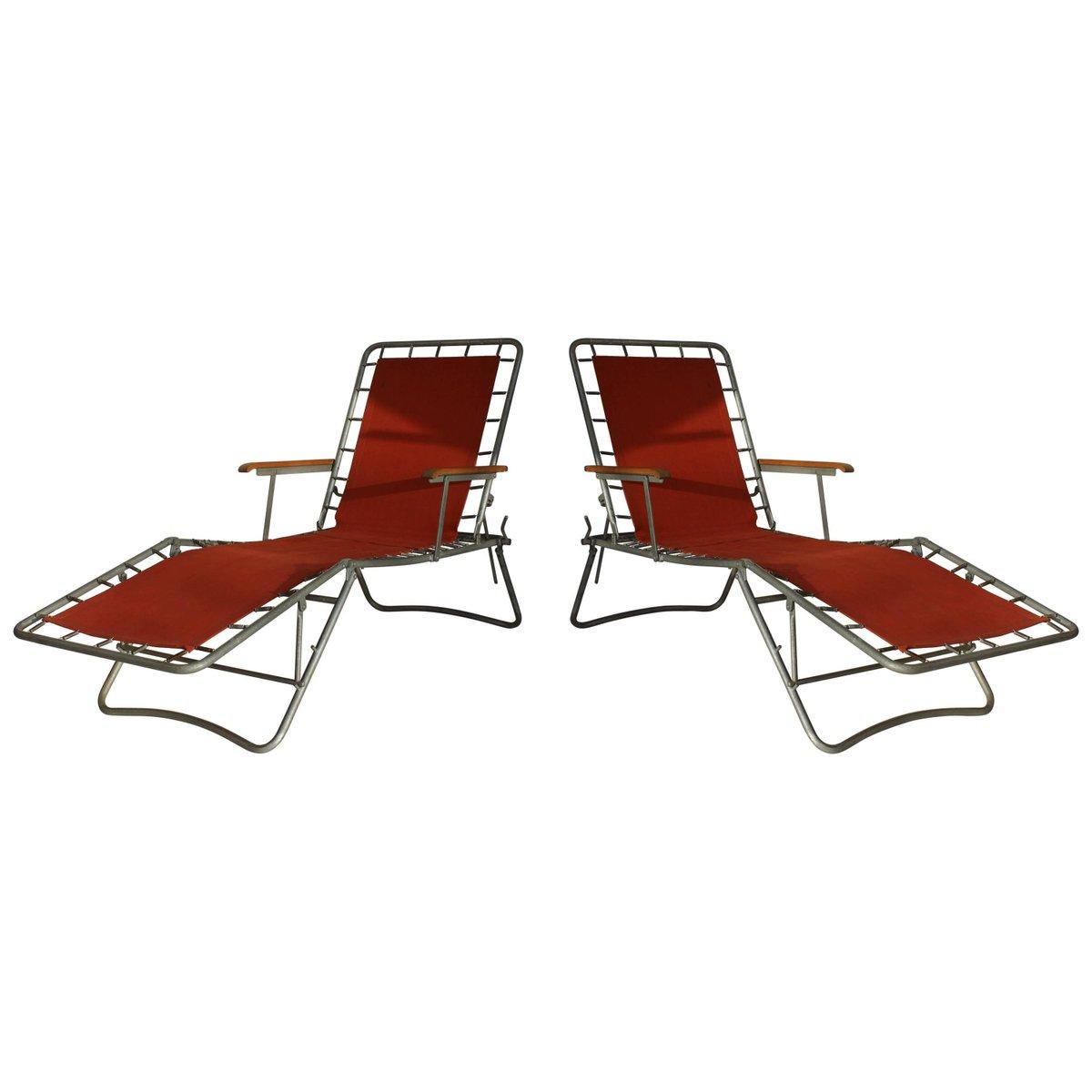 Italienische rote Metall Liegestühle, 1950er, 2er Set