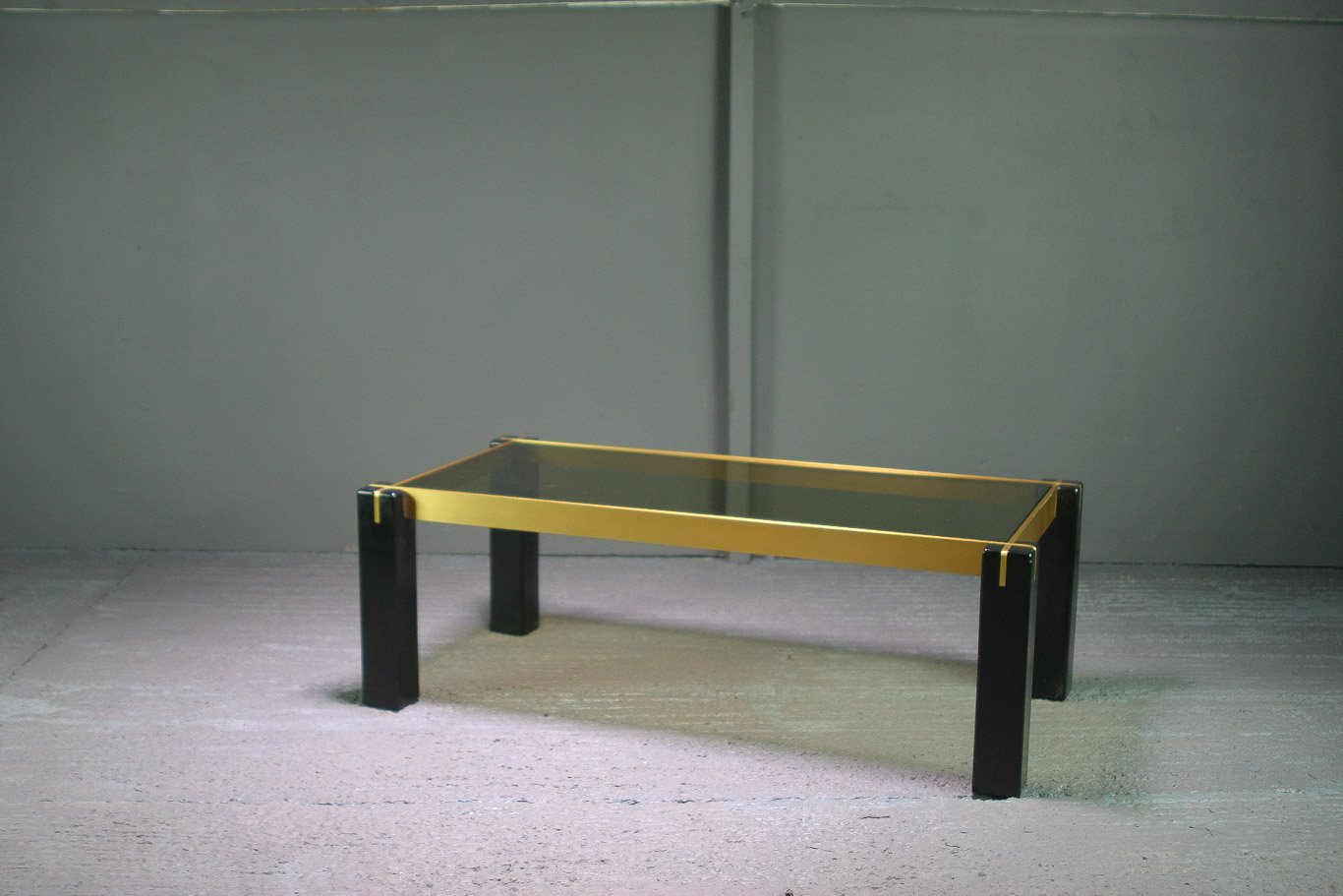 vintage couchtisch aus ebonisiertem glas vergoldetem metall bei pamono kaufen. Black Bedroom Furniture Sets. Home Design Ideas